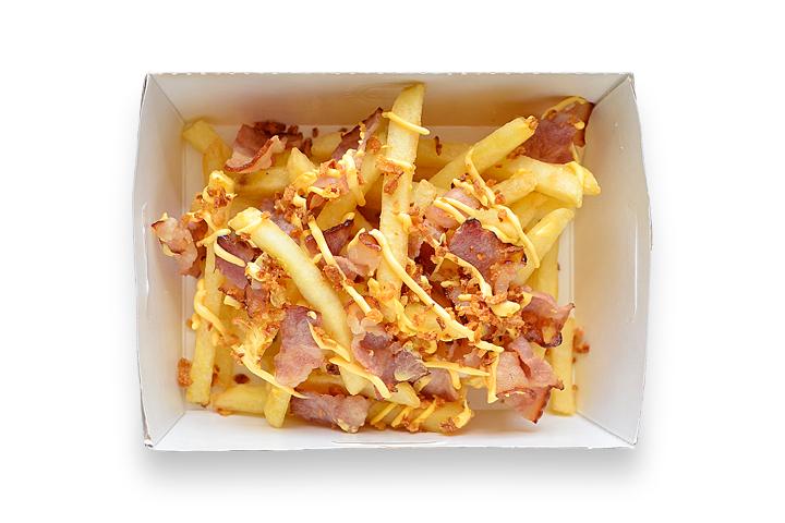 Картофель фри с беконом и соусом
