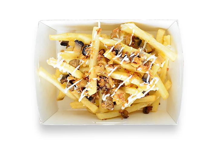 Картофель фри с грибами и соусом