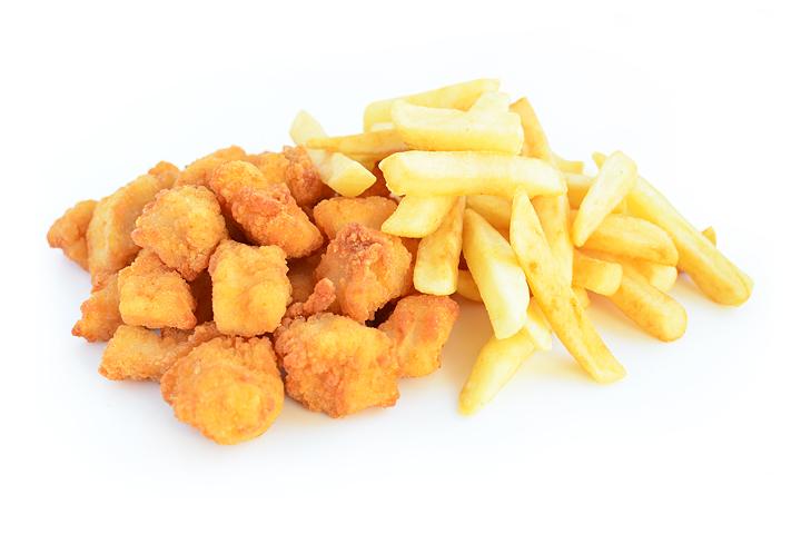Куриные кусочки и картофель фри